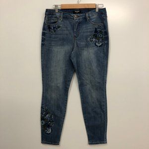 Nine West floral embroidered Jeans size 8
